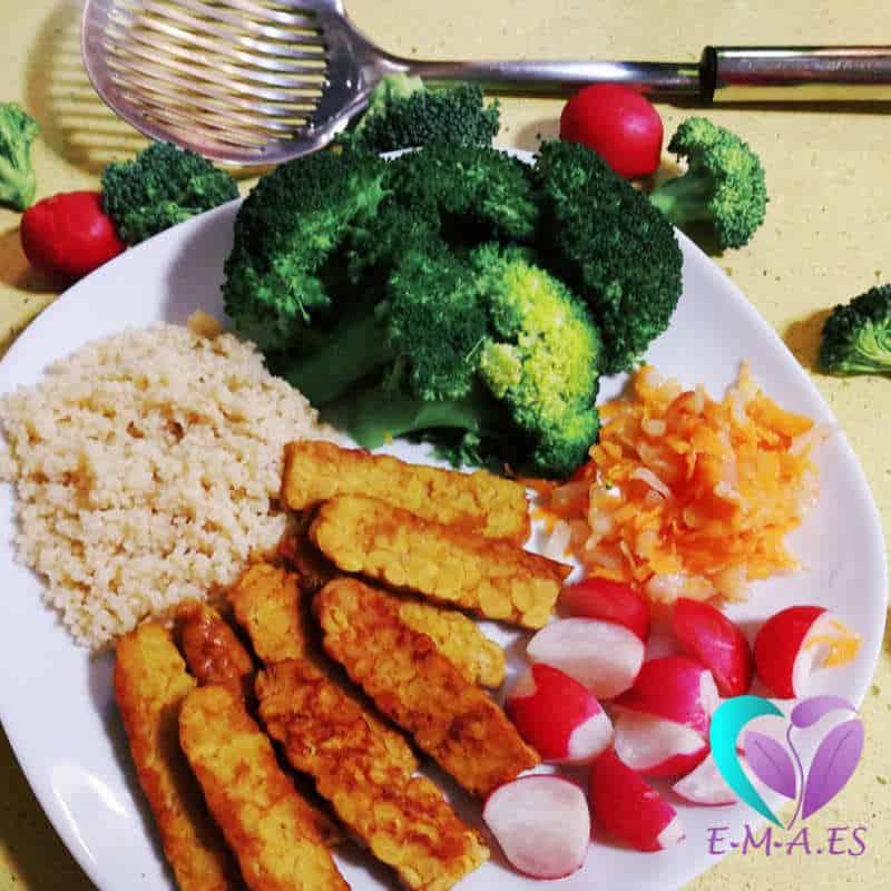 Cuscús, tempeh a la plancha y brócoli escaldado